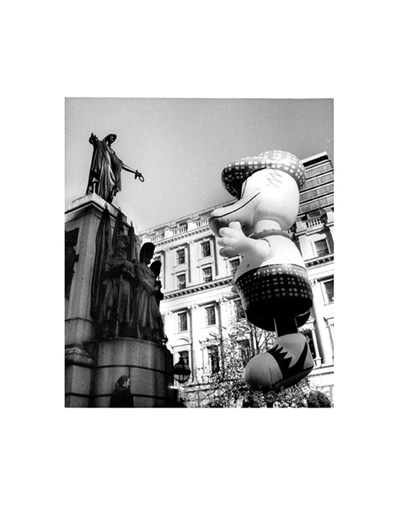 January 2002 Giant duck greets statue, Haymarket, New Year's day parade